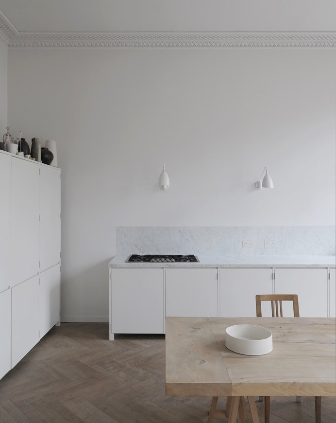 Apartment in Bryanston Square by DRDH Architects. #kitchen #minimal #drdharchitects