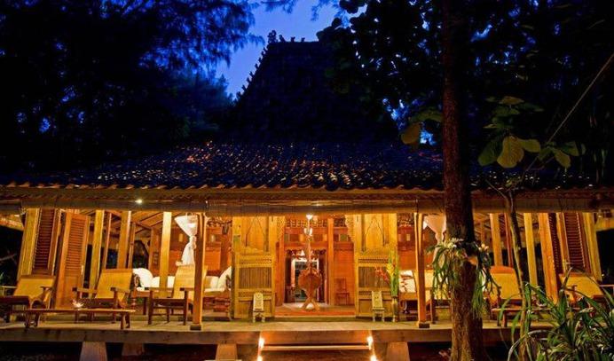 4 Bedroom Ocean Front Private Island Villa in Bali