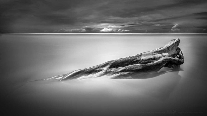Tranquility at Sea: Minimalist Seascape Photography by Frank Zschieschang