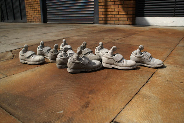 cement miniature sculptures artist isaac cordal 26 #photography #cement #sculpture #art