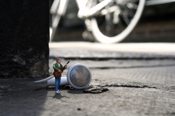 Slinkachu_little_people_street_art_3 #miniature #diorama #art