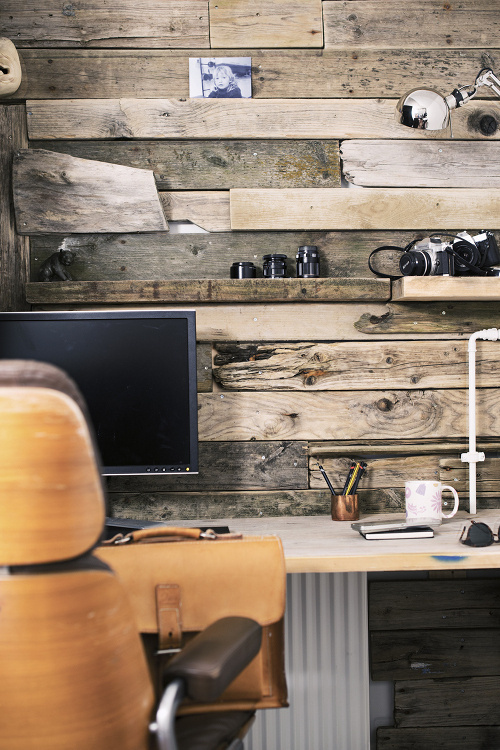 Awesome little workspace #computer #office #cameras #wood #workspace