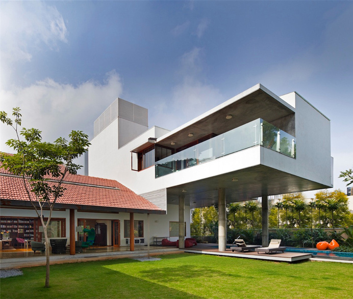 Library House contemporary architecture and nostalgic air - www.homeworlddesign. com (2) #india #architecture #interiors