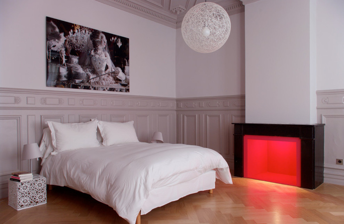 Bedroom, bed, lamp