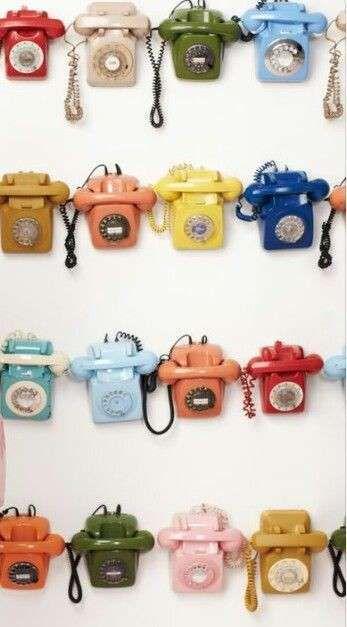 Complementi d'arredo vintage, telefoni colorati
