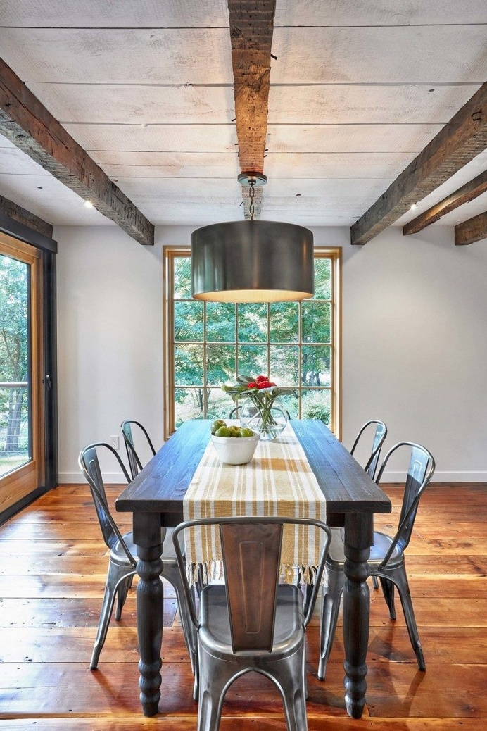 1830 Farmhouse Transformed into a Rustic Modern Retreat in Hyde Park, New York 8