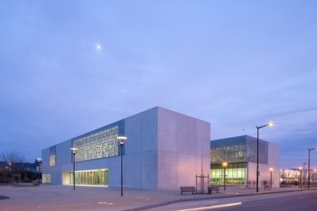 Dezeen » Blog Archive » Médiathèque BDIV de Fougères by Tétrarc #architecture