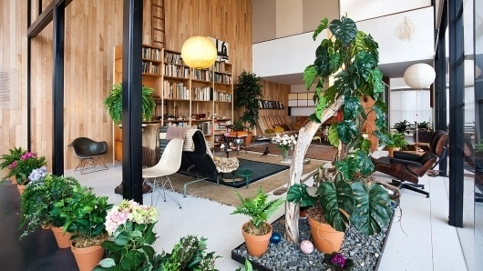 Replica Of Charles And Ray Eames's Living Room #living #ray #mid #and #century #charles #room #eames