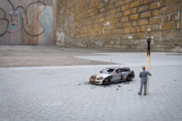 Slinkachu_little_people_street_art_6 #miniature #diorama #art