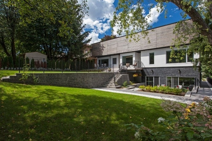 Contemporary House Inspired by a Galleria: The Gallery House in Toronto #architecture #contemporary