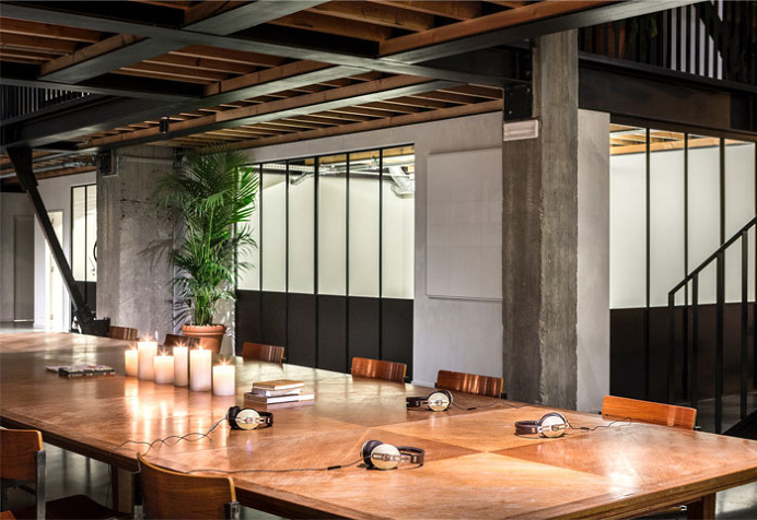 Dynamic Balance Between Raw Materials at Coworking Space by Going East - InteriorZine