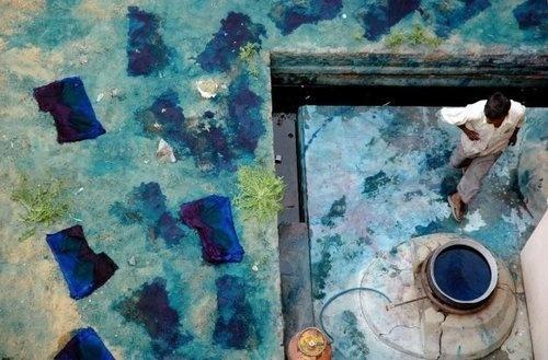 www.kayleighryleydesign.com tours a tie dye factory in Jodhpur, India #india #indigo #photography #gap