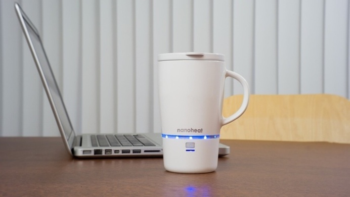 Check out this wireless heated mug, which keeps a beverage at its original temperature for up to 45 minutes. #design #product #modern #lifes