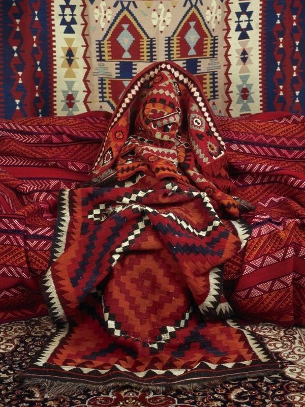 Anonymous Women by Patty Carroll | iGNANT.de #anonymous #photo #pattern #woman