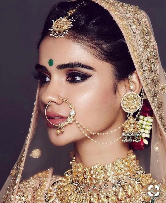 19 Super Dazzling Real Brides That Slayed in the Nude Makeup Look