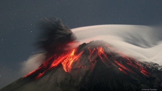 There's so much awesome in this photograph I can hardly stand it #ecuador #tungurahua #awesome #volcano