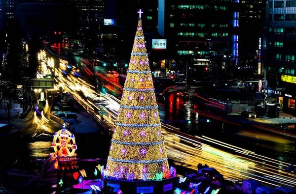 11 Christmas art a korean miracle tree in Seoul South Korea #christmas #trees #art #tree