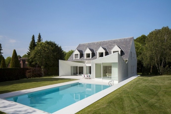 Clean-Lined Residence with Swimming Pool in Wemmel, Belgium #architecture #residence