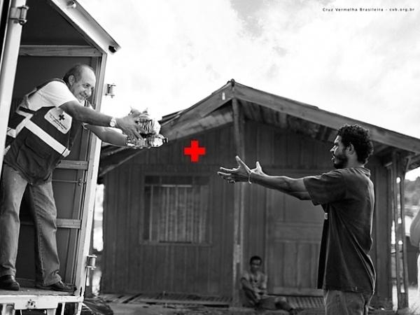 cruz_2_1.jpg 620×465 pixels #cross #red