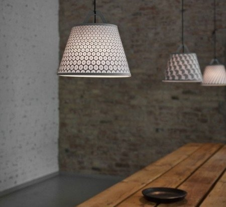 The fifti-fifti take-off light is a new take on room lighting!