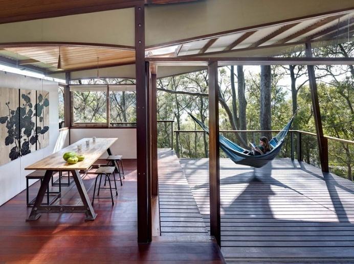 Island House – prefabricated modular house on a steep site