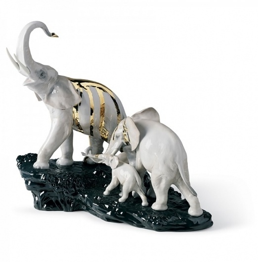 Lladro Porcelain #commitie #celebration #porcelain #elephant #gold