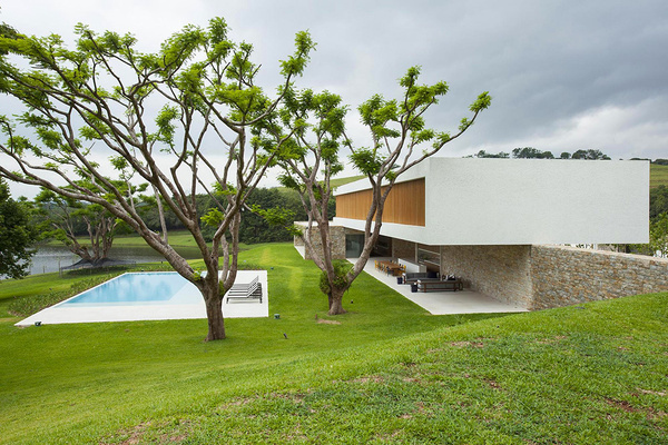 Contemporary Clean-Lined House Near the Lake Inspiring Tranquility #architecture #contemporary