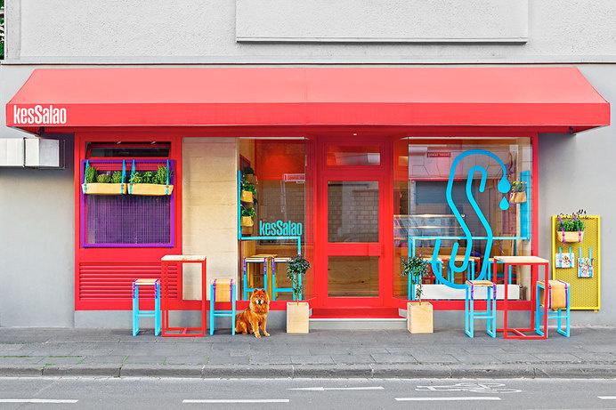 Mediterranean color and freshness in Bonn Kessalao by Masquespacio - www.homeworlddesign.com (1) #interior #design #restaurant