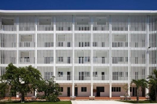 Binh Duong School / Vo Trong Nghia + Shunri Nishizawa + Daisuke Sanuki | ArchDaily #screen #architecture #walls #light #facades