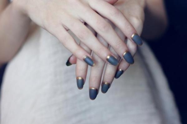 Wyniki Szukania w Grafice Google dla http://cdn.smoothfm.com.au/sites/default/files/styles/gallery_image/public/gallery/photo/bd002d3f1955de #manicure #nails #fingers #gold #hands #fashion #blue