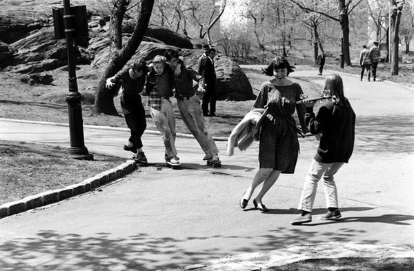 billeppridgeskateboardinginnyc_05.jpeg #b&w #oldschool #skateboard #1960s #york #nyc #new