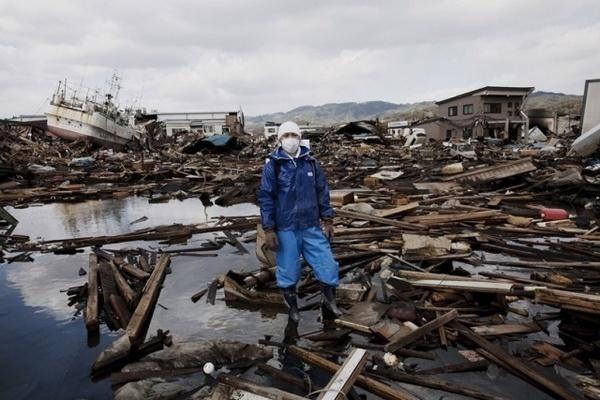 Japanese Earthquake by Q. Sakamaki #inspiration #photography #documentary