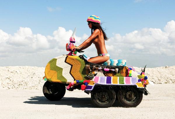 Magda Sayeg Knitta, Please #colourful #knitting #insight51 #bike #fashion