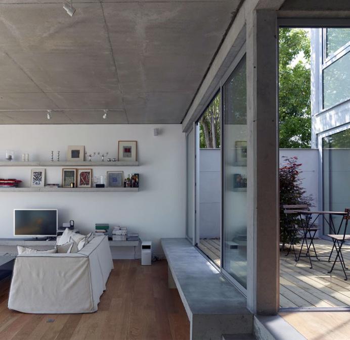 An Open Plan House With a Quiet Garden
