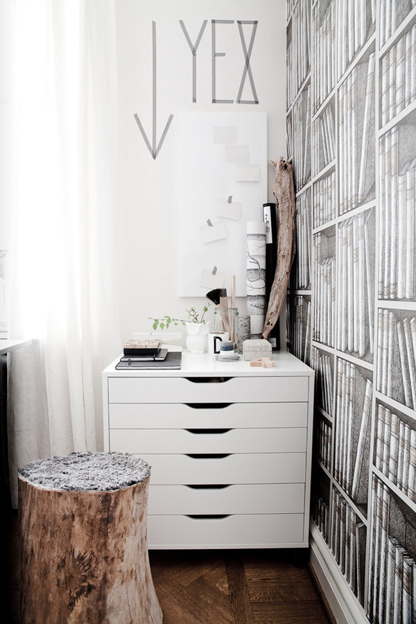 Idee für Arbeitszimmer, kleineren Planschrank in Ecke integrieren.