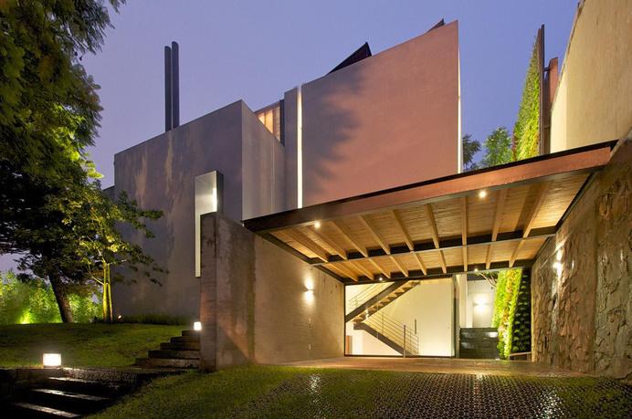 Transparency Hidden Behind a Sober Facade: Casa Jacarandas #mexico #architecture #contemporary