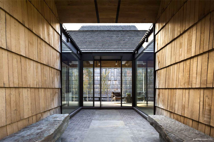 Cladding Used by Bates Masi Architects to Construct Underhill House - InteriorZine #architecture #house #home #decor