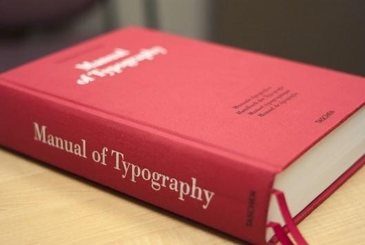L1028024.jpg (740×498) #red #book #bodoni #typography