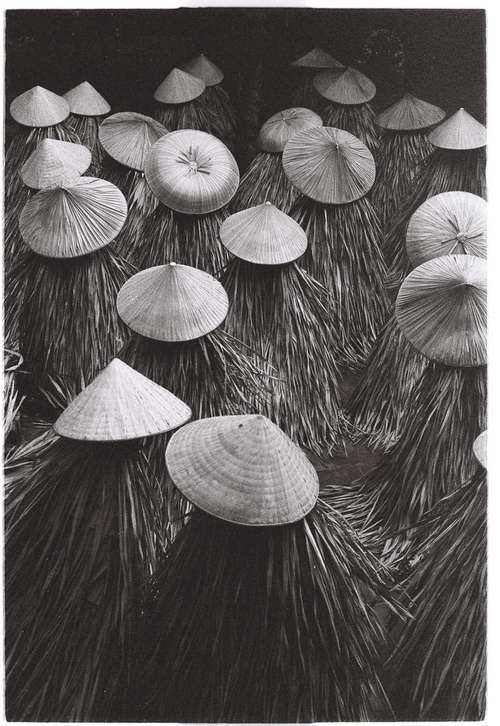 Nón lá (by Phan Hữu Lập Photography !♥) #white #asia #crowd #black #culture #photography #hats #religion #and #beauty