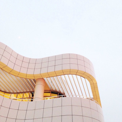 A lingering moon (at Getty Museum) by Sallie Harrison #getty #harrison #la #architecture #sallie