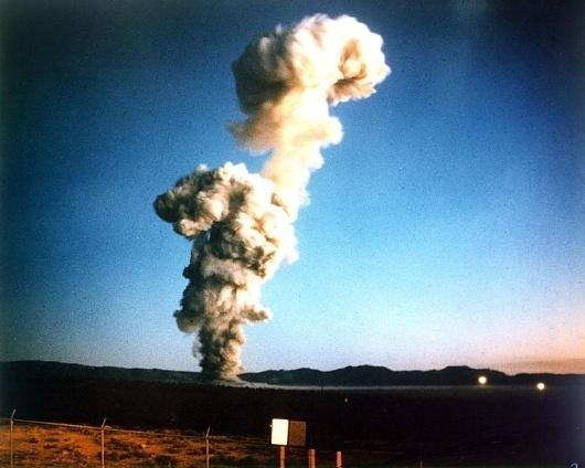 File:Upshot-Knothole Nancy 001.jpg - Wikipedia, the free encyclopedia #mushroom #cloud #upshot #nancy #nuclear #knothole