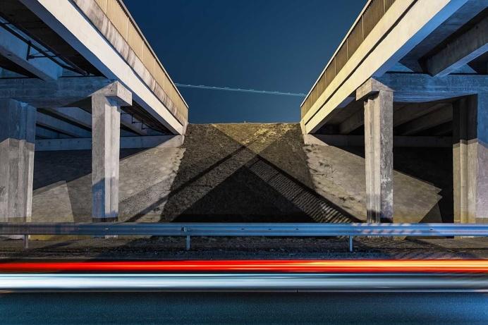 Random Visual Sounds: Urban Photography by Simas Lin