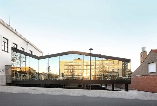 Architecture Photography: Bank Office / Dierendonck Blancke Architecten - Bank Office / Dierendonck blancke Architecten (215802) - ArchDaily #urbanism #architecture #reflection