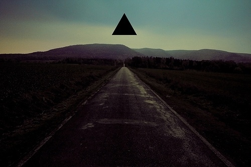 4106918320_e464cfc8f2_z.jpg (640×426) #photo #triangle #manipulation #geometric