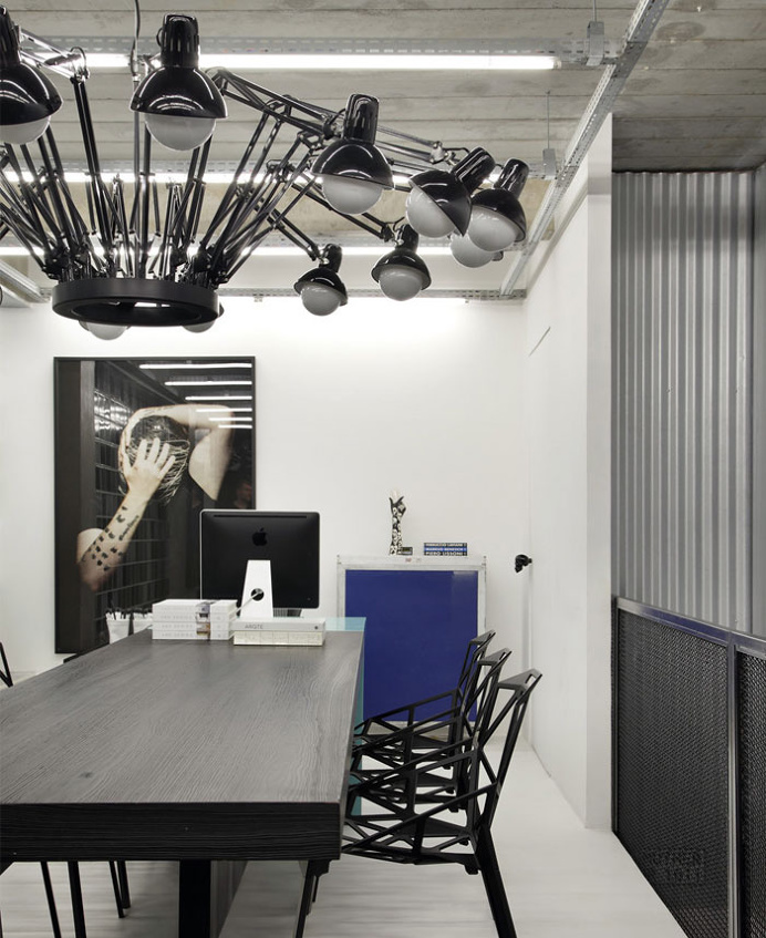 Functional and Contemporary Work Place by Studio Guilherme Torres - #office, office design, office space, #interior, interior design