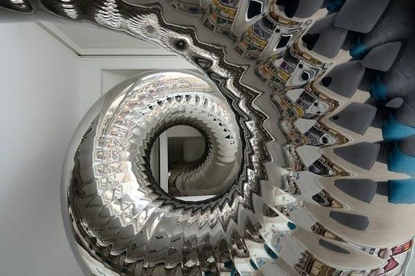 Skyhouse penthouse with artistic mirror tube for sliding #interior #artistic #penthouse #apartment #fun