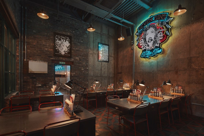 """Red's True Barbecue: """"theatrical"""" distinct experience"""