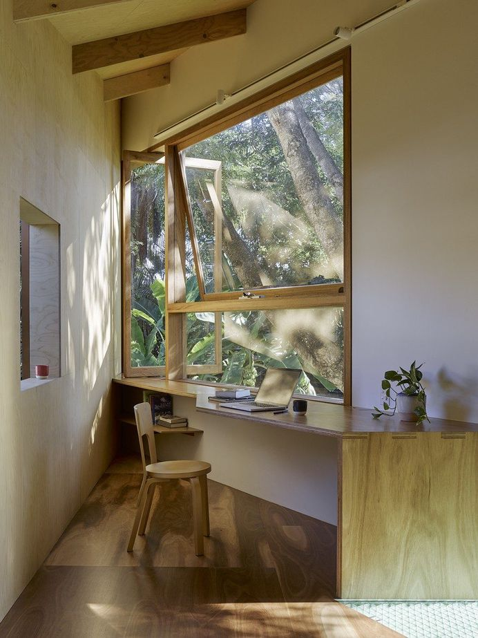 """Modern Treehouse Designed as a """"Weekender in the Backyard"""" for a Young Couple 5"""