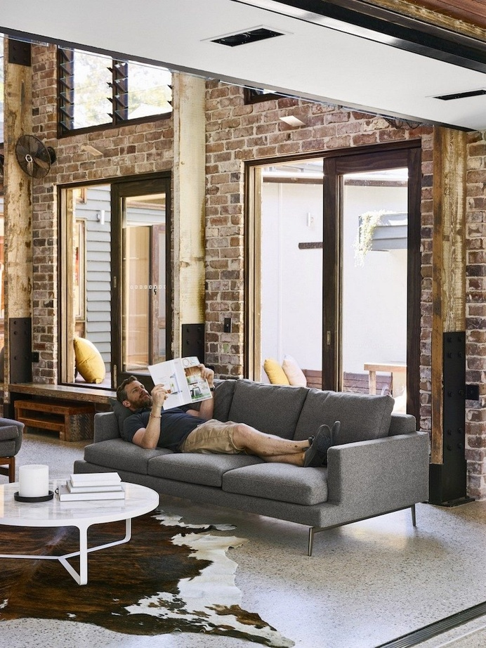 Glasshouse Mountains is a Barn-Like Family Home with Industrial Vibe 7