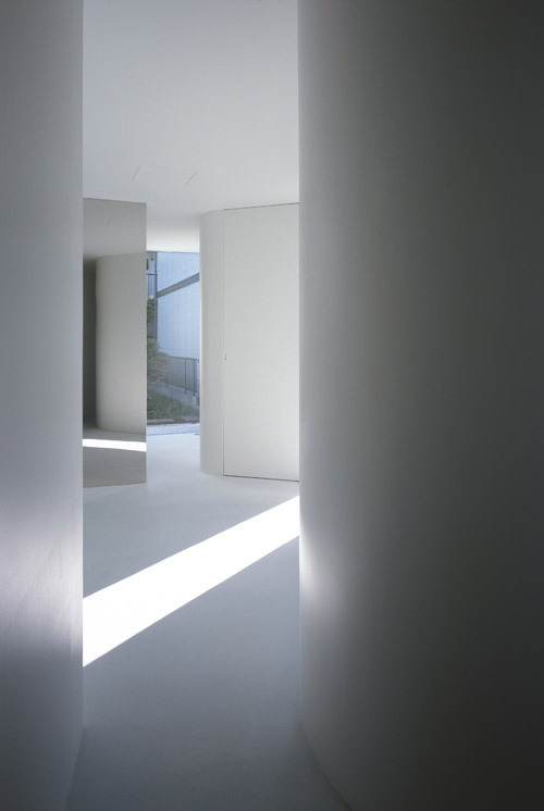 House in Komae #white #architecture #houses #light #japan